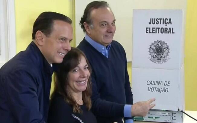 João Doria, do PSDB, votou acompanhado dos candidatos ao Senado Mara Gabrilli e Ricardo Tripoli também pela manhã