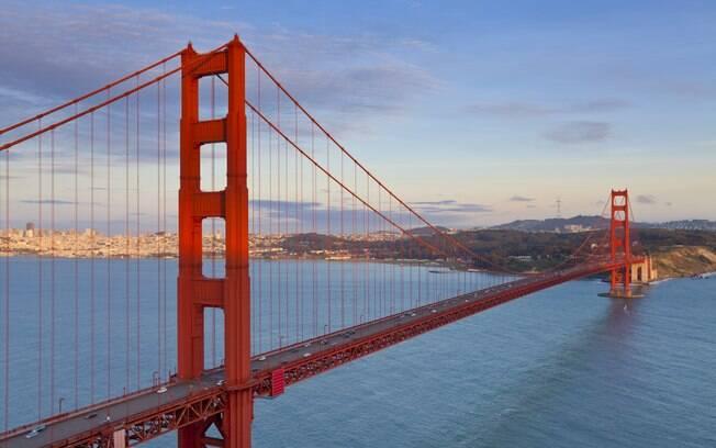 A Ponte Golden Gate, em São Francisco, é o maior cartão postal da cidade, uma das mais conhecidas construções dos EUA e é considerada uma das Sete Maravilhas do Mundo Moderno pela Sociedade Americana de Engenheiros Civis