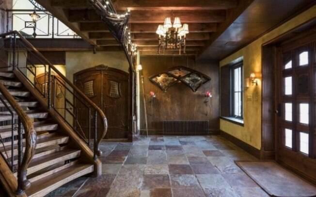 A casa foi construída em 1911, mas só ganhou a cara de 'Hogwarts' com o dono atual em uma reforma de sete anos