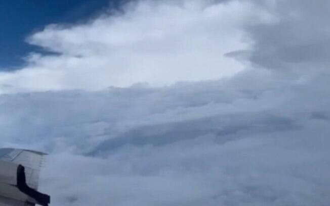 Vídeo foi gravado depois que furacão já tinha perdido um pouco de força
