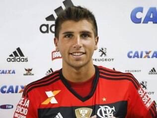 Na chegada da equipe ao Rio, ainda no aeroporto Santos Dumont, nesta segunda-feira, Mugni garantiu que seguirá no clube