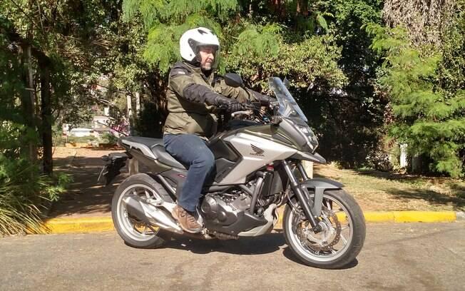 A Honda NC 750X tem jeitão de trail mas é uma excelente motocicleta urbana que enfrenta obstáculos pelo caminho