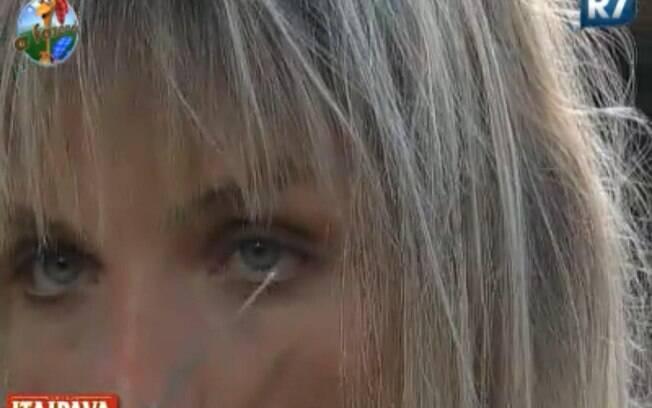 Anna Markun corta o cabelo