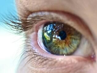 Estudo japonês confirmou que ficar mais de sete horas diárias em frente ao computador é prejudicial aos olhos