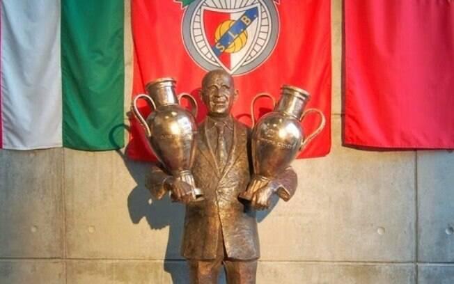 Benfica lançou estátua de Bela Guttmann na tentativa de quebrar a maldição