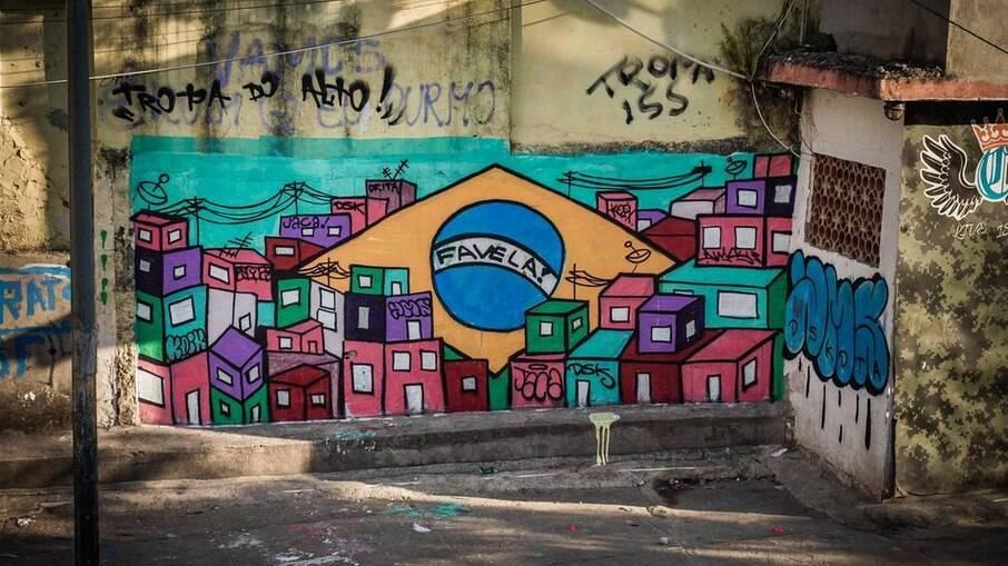 Mural pintado no Jacarezinho após mortes em operação policial