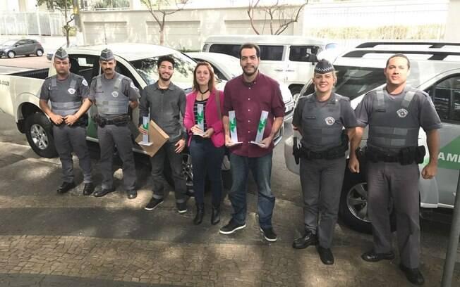 Jornalistas do Portal iG e agentes da Polícia Militar Ambiental
