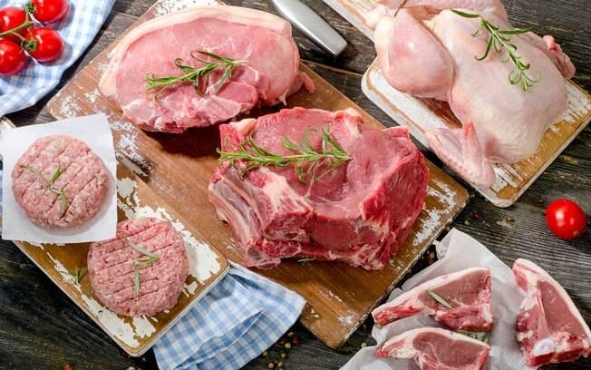 Avaliação do setor alimentício foi influenciado pela Operação Carne Fraca, que faz a satisfação cair 19,9 p.p. em março