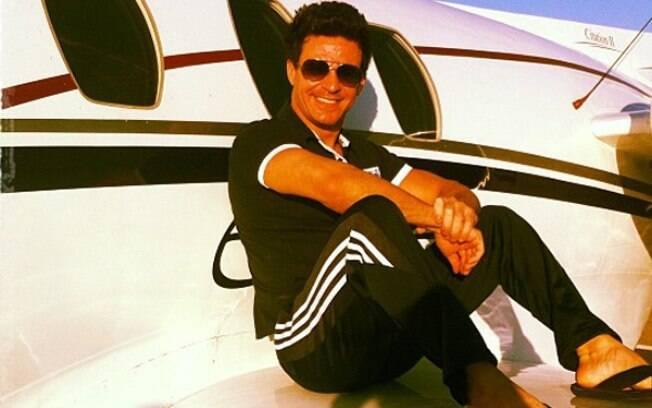 Eduardo Costa sofre acidente com seu avião particular