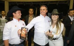 Bolsonaro reza Pai Nosso e é aplaudido ao som de Shallow Now em Barretos