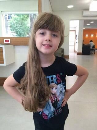 Antes de doar os fios, a pequena Giovanna prepararia uma cartinha expressando o desejo de ver seu cabelo transformado em peruca para crianças com câncer