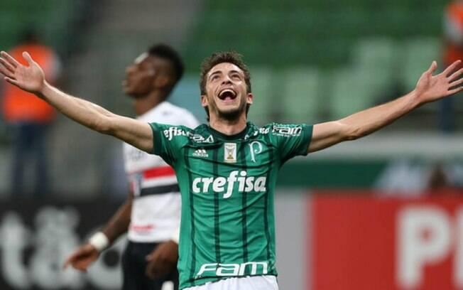 Hyoran celebra seu primeiro gol com a camisa do Palmeiras