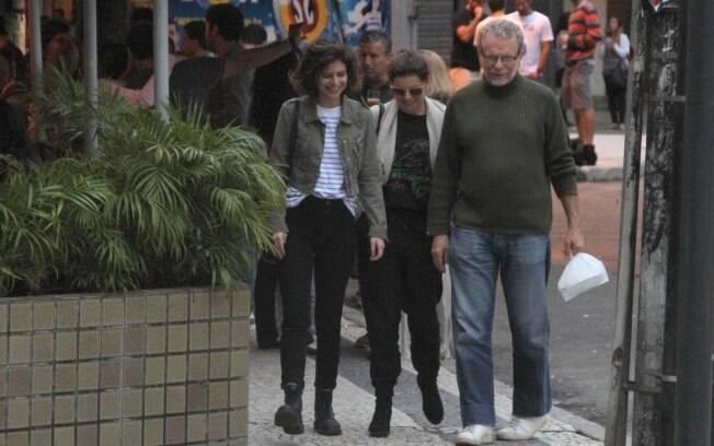 A filha Júlia e o pai, Jonas, acompanham Debora em uma caminhada depois do almoço  na Gávea