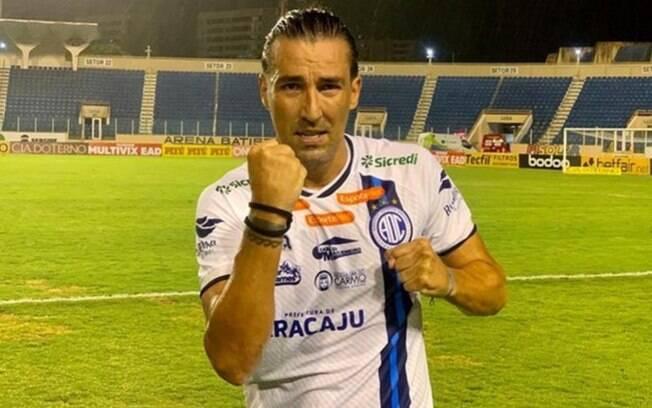 Leandro Kível marcou gol da vitória do Confiança