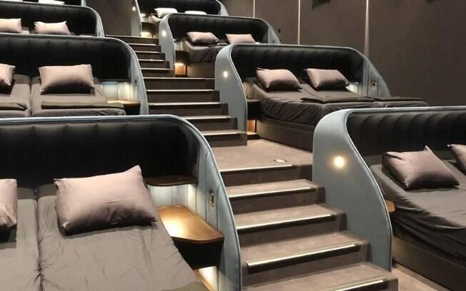 Já imaginou ir ao cinema e, no lugar do assento tradicional, encontrar uma cama de casal? Novidade está disponível na Suíça