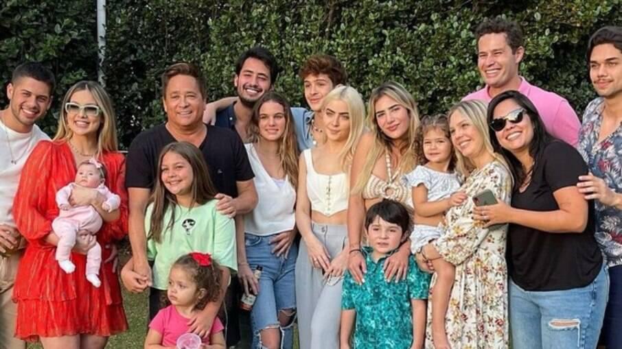 Leonardo reúne familiares em fazenda para festejas aniversário de 58 anos