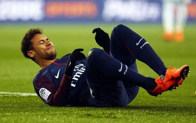 Neymar se machucou no mês de janeiro e pode voltar aos gramados em abril