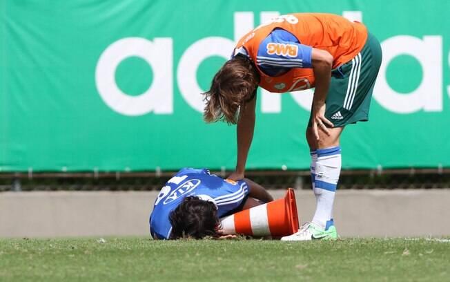 Valdivia se machuca no treino do Palmeiras