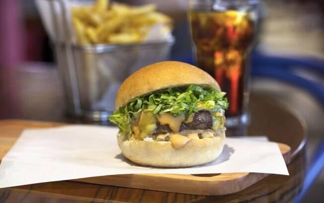 O Pic Burger, do The Fifties, é feito de planta e tem o gosto próximo ao da picanha, mesmo sem ser de proteína animal