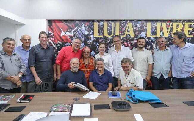 Foto da reunião com pré-candidatos do PT para São Paulo