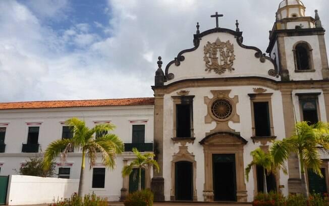 Igreja de São Bento, com o mosteiro à esquerda