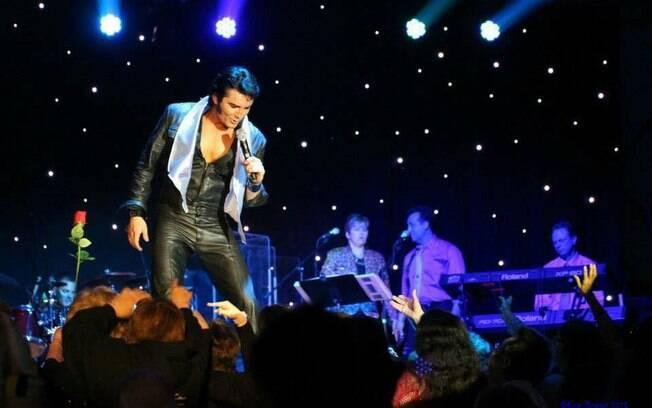 Espetáculo que faz tributo a Elvis Presley volta ao Brasil