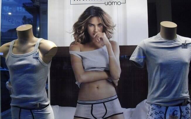 Irina Shayk de cueca para grife de moda íntima
