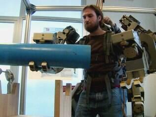 Engenheiros italianos criaram um exoesqueleto que confere