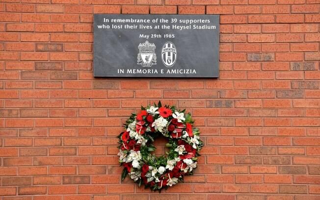 O Liverpool homenageou as vítimas do Massacre de Heysel, que completou 34 anos.