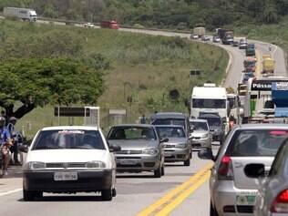 """Consumo aumenta. O """"arranca e para"""" dos congestionamentos faz o motor queimar mais combustível"""