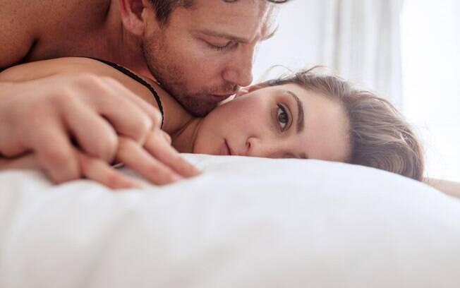 Apesar de parecer estranho, especialistas afirmam que chorar após ter um orgasmo é uma reação natural do corpo