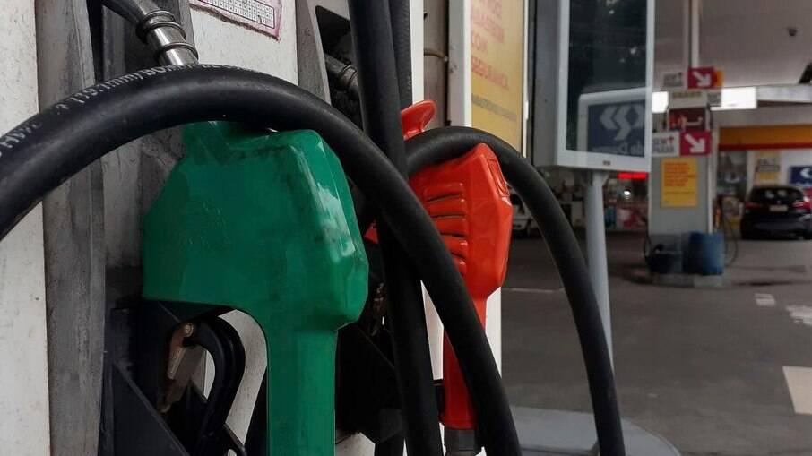 Caminhoneiros questionam reajustes frequentes da Petrobras no valor dos combustíveis