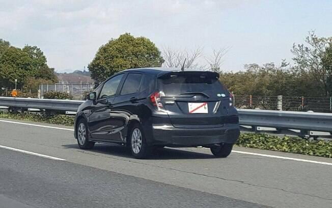 Na traseira, o Honda Fit renovado terá novos detalhes nas lanternas entre as mudanças que serão adotadas