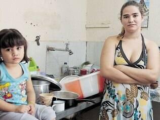 Sacrifício. A dona de casa Amanda Moreira reclama que precisa encher tambores ou buscar água a 30 km de distância de sua casa