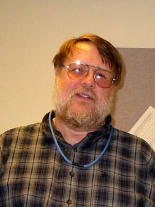 Ray Tomlinson, criador do e-mail e do @ como padrão, morreu aos 74 anos