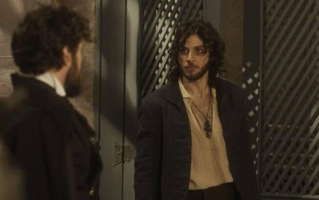 Thomas (Gabriel Braga Nunes) encara Joaquim (Chay Suede) e o prende com a ajuda de policiais, em 'Novo Mundo'