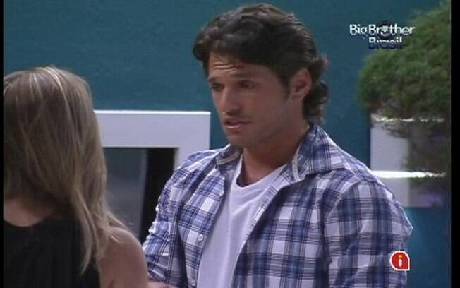 João Maurício não concorda com atitudes de Renata no reality