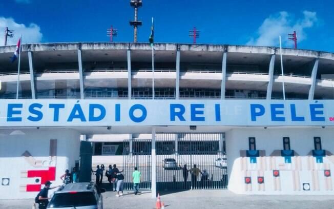 Estádio Rei Pelé%2C em Maceió%2C Alagoas. Ele poderá se chamar Estádio Rainha Marta