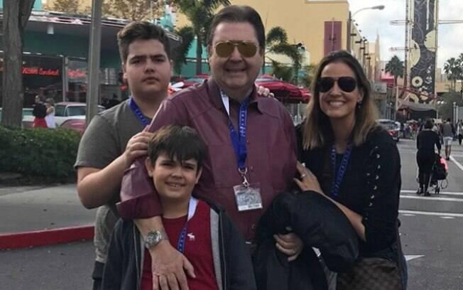 Apresentador global, Faustão, curte férias em família nos Estados Unidos e compartilha momento na rede