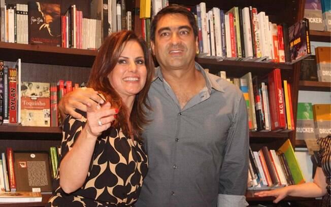 Zeca Camargo e Renata Ceribelli no lançamento do livro