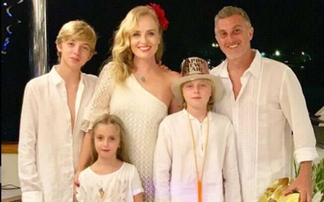 Além de Benicio, de 11 anos, Angélica e Luciano Huck tem outros dois filhos: Joaquim (à esq.), 14, e Eva, de 6 anos