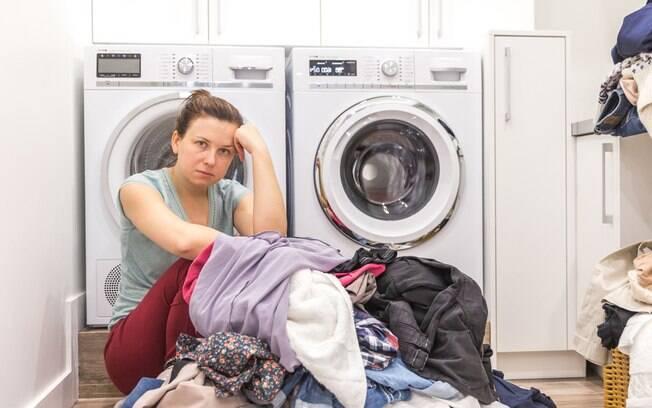 Pesquisa do IBGE diz que há mais de 20 anos as mulheres passam mais tempo fazendo tarefas domésticas do que os homens