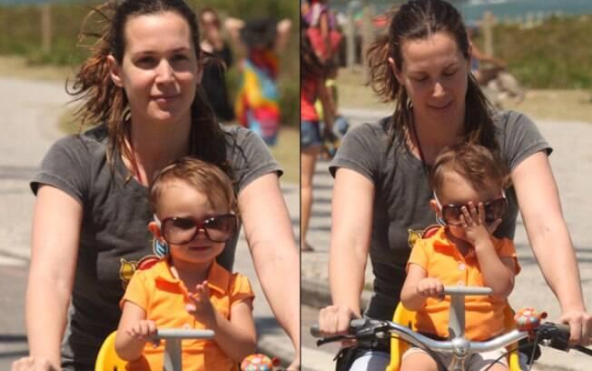 Vanessa Lóes passeia com Cora