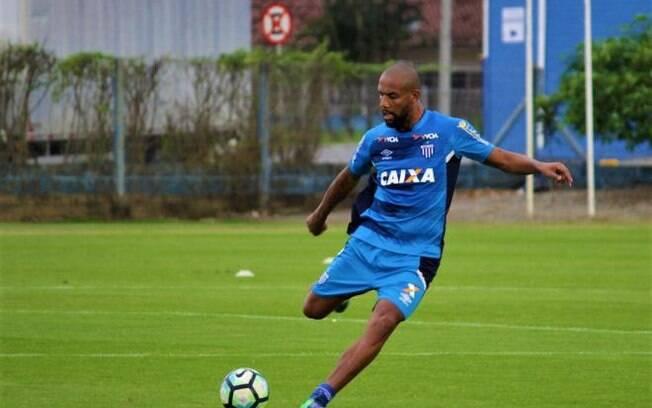 Maicon defendeu a seleção brasileira de futebol nas Copas do Mundo de 2010 e 2014
