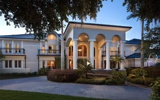 A casa de Shaquille O'Neal oferece a experiência de um resort, já que se localiza diante do magnífico Lago Butler