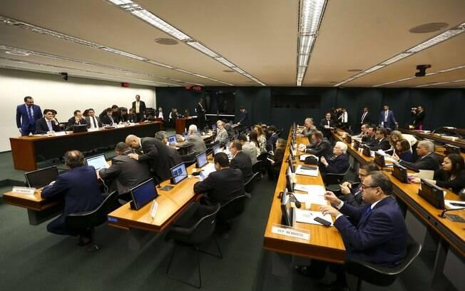 Parecer do relator da reforma da Previdência na Comissão Especial não incluiu estados e municípios