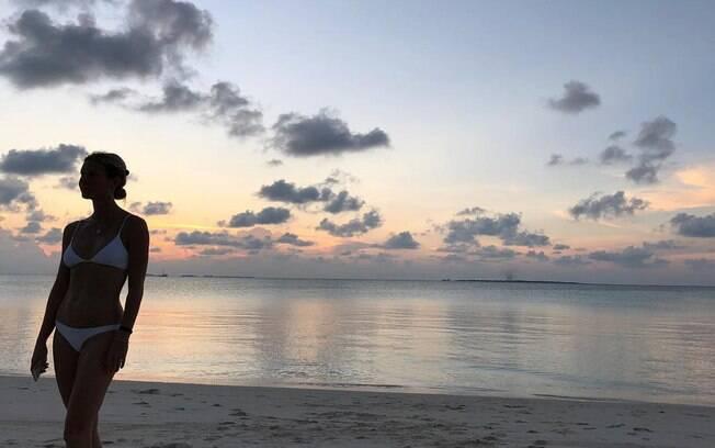 Atriz Gwyneth Paltrow seduz internautas com clique raro de biquíni compartilhado em seu perfil do Instagram