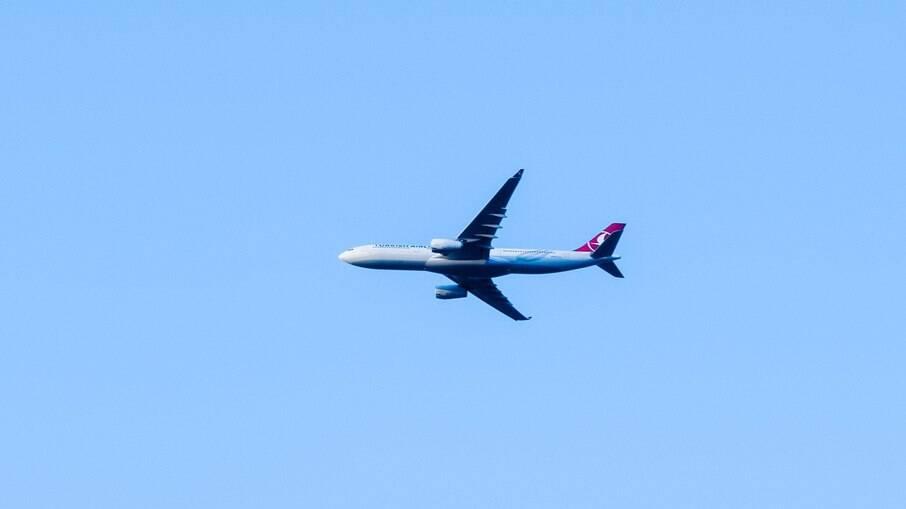Avião russo com cerca de 17 passageiros desaparece na Sibéria