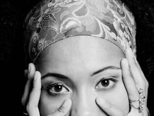 Marca. Com um pé no samba, Carla Gomes nega ser de apenas um nicho e explora variedade musical