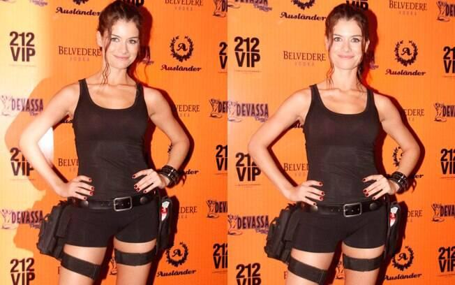 Alinne Moraes vestida de de Lara Croft